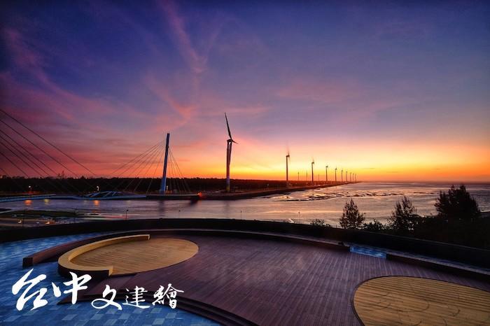 「高美濕地」被國際網站譽為一生必遊一次的景點。(照片授權:黃英權)