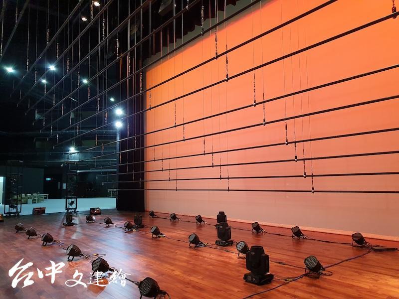 台中中山堂引進電腦化懸吊系統。(圖:台中市文化局)