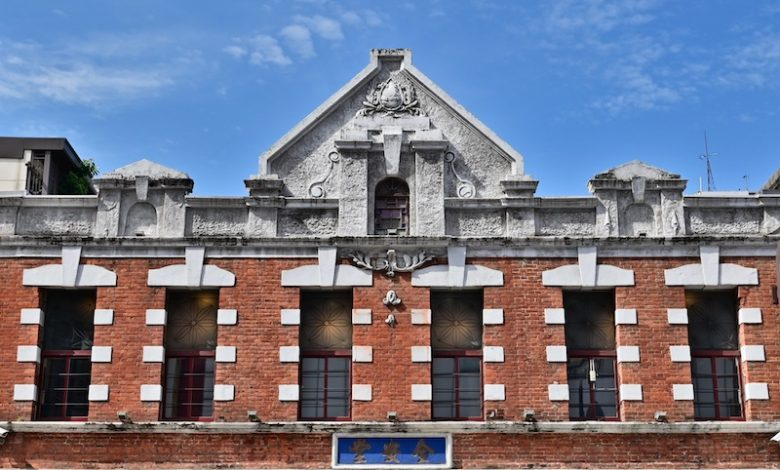 Photo of 百年建築全安堂屋頂修繕完工 張大春指三年後中區最美