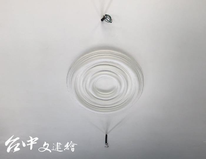 橢圓形的灰泥裝飾燈座。(圖:台中市文化局)