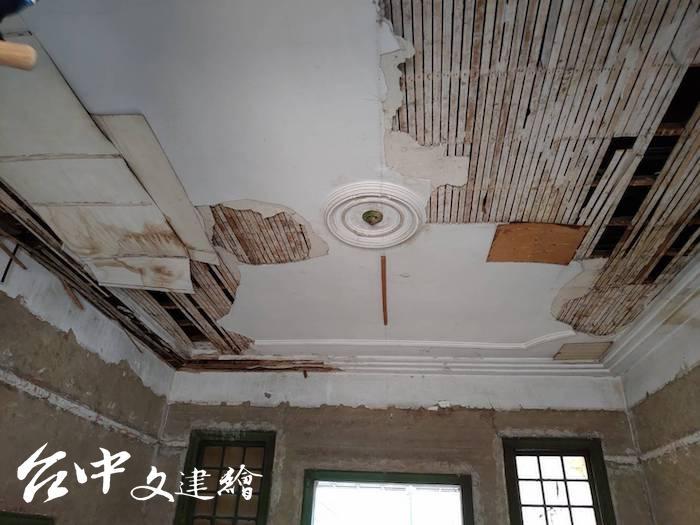 「烏日警察官吏派出所」木槢灰泥天花板設計(圖:台中市文化局)