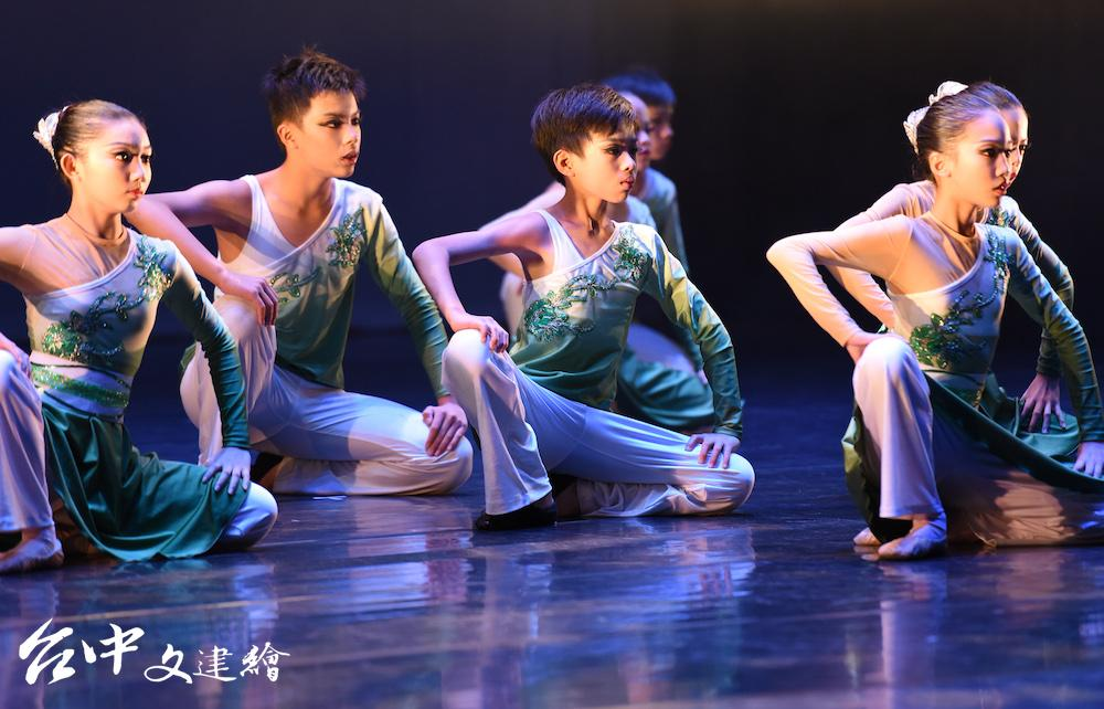 台中海線順天國中舞蹈班首屆畢展「盡」。(圖:港區藝術中心)