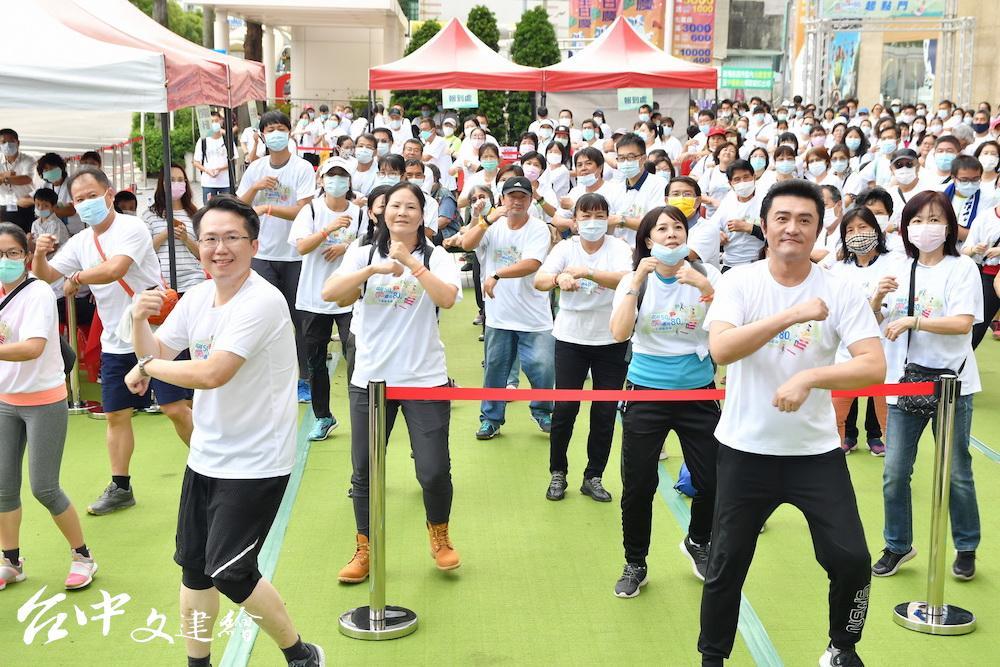 台灣胸腔暨重症加護醫學會於北、中、南舉辦「超越 50、邁向 80 — 1 分鐘護你肺」活動,首場在台中舉行。(圖:主辦單位)