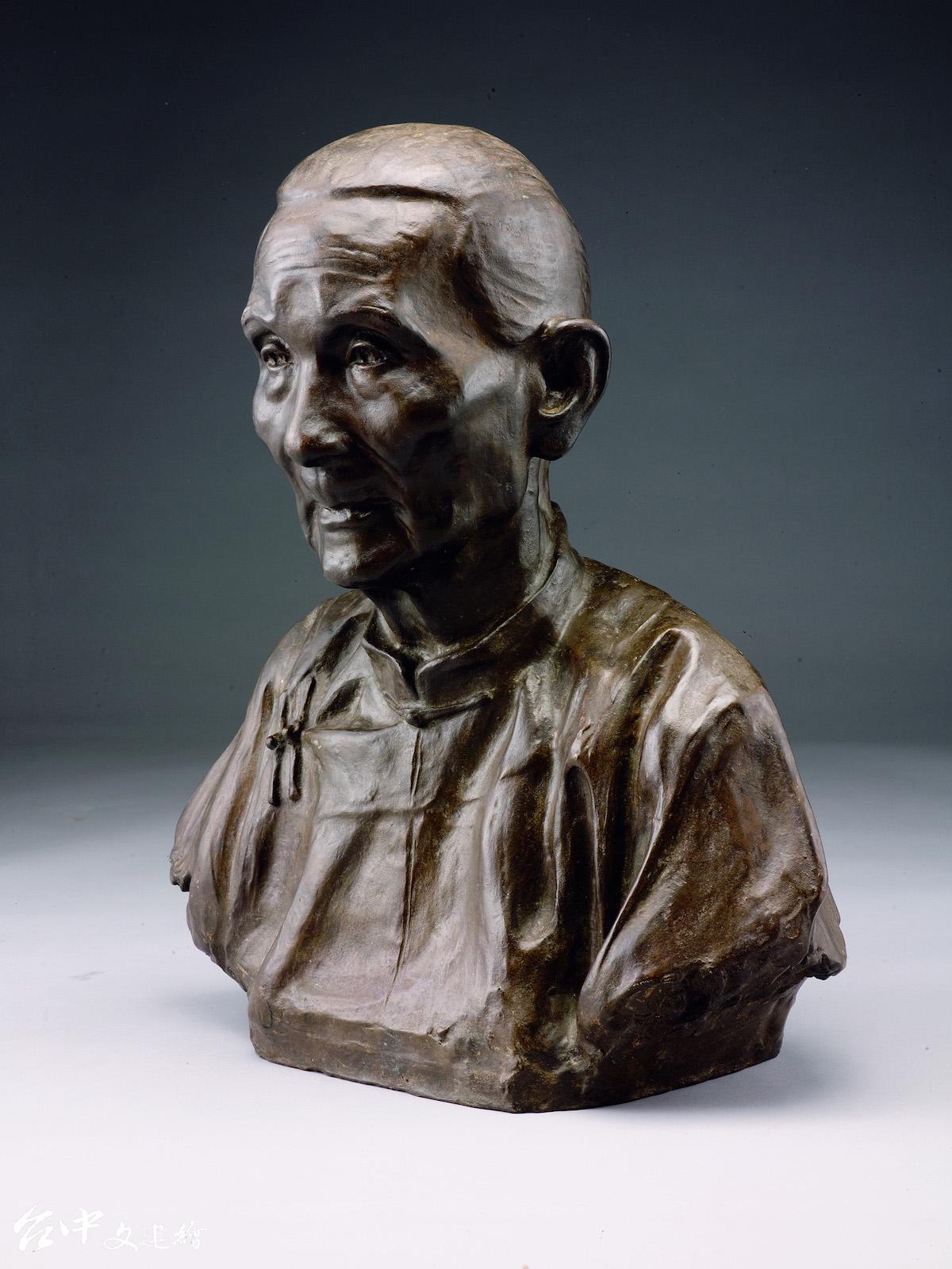 蒲添生,〈陳老太太像〉,銅,55X48X33cm,1944。(圖:國美館)