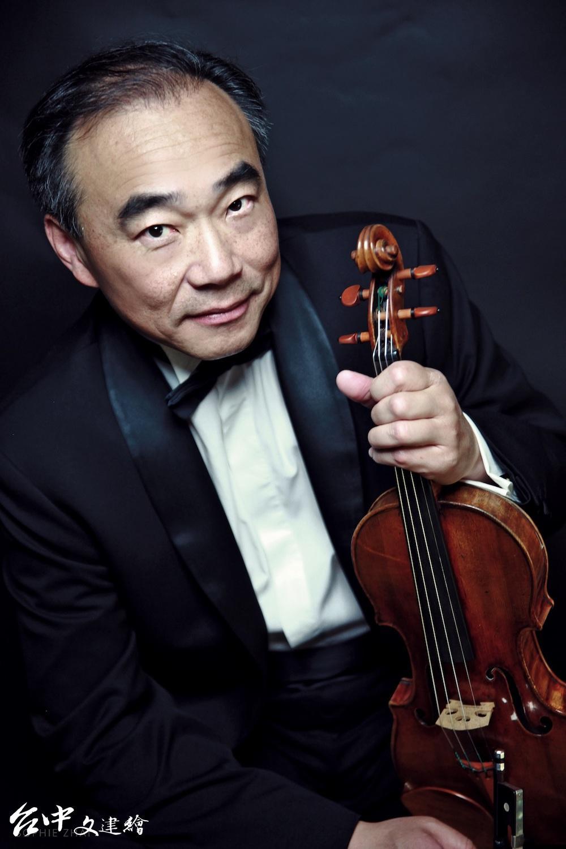 國際知名小提琴家林昭亮參與國台交「客家音畫」客家音樂會演出。(圖:國台交)