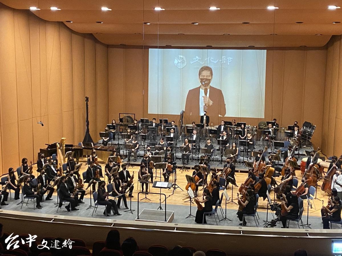 文化部長李永得在線上宣告開啟臺灣「數位音樂廳」啟用,是藝文界新的里程碑。(圖:國台交)