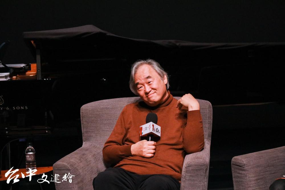 白建宇(Kun-woo Paik)初次來到台中國家歌劇院,表示非常喜歡歌劇院剛中帶柔、動線優良的設計。(圖:台中國家歌劇院)