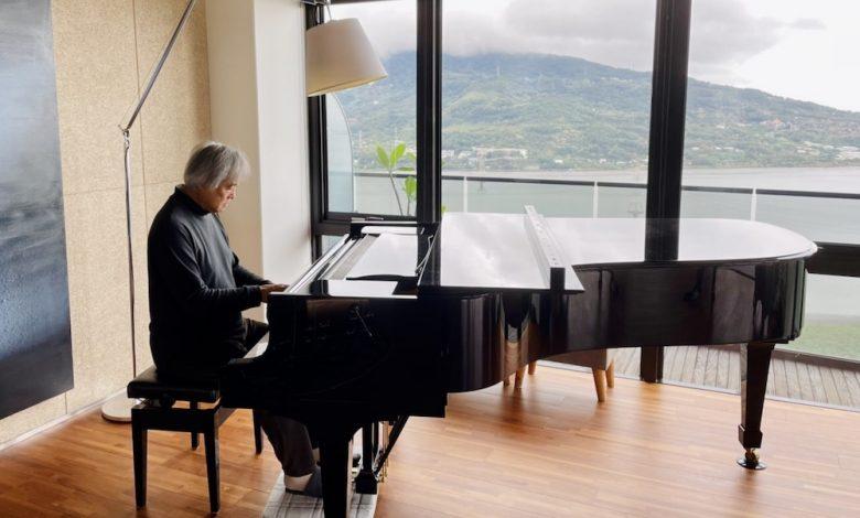 知名鋼琴家白建宇(Kun-woo Paik)在隔離期間,更能專心練琴。(圖:台中國家歌劇院)