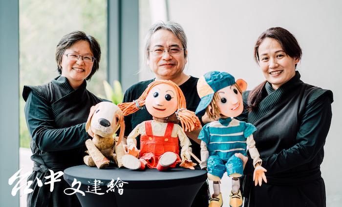 偶偶偶劇團(由左至右)操偶師李采瀅、團長孫成傑、操偶師李娟瑩。(圖:台中歌劇院)