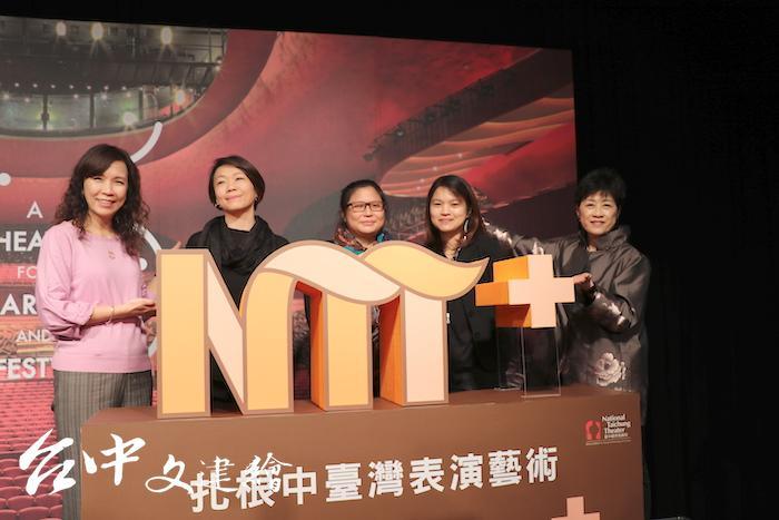 台中歌劇院去年設立藝術教育部。右一為總監邱瑗(右)、左一為副總監汪虹(左)。(圖:台中歌劇院)