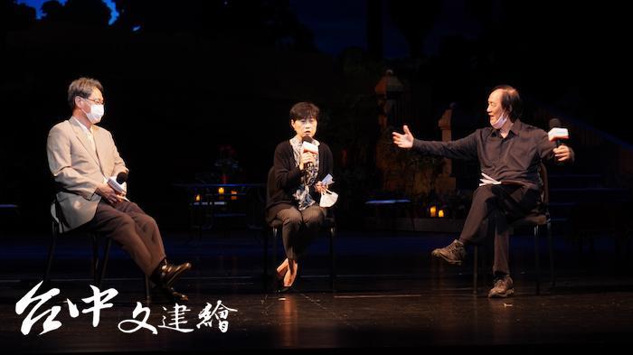 台北歌劇劇場藝術總監曾道雄(右)、台中歌劇院總監邱瑗(中)、國立台灣交響樂團團長劉玄詠(左)講述取消演出的過程。(攝影:謝平平)
