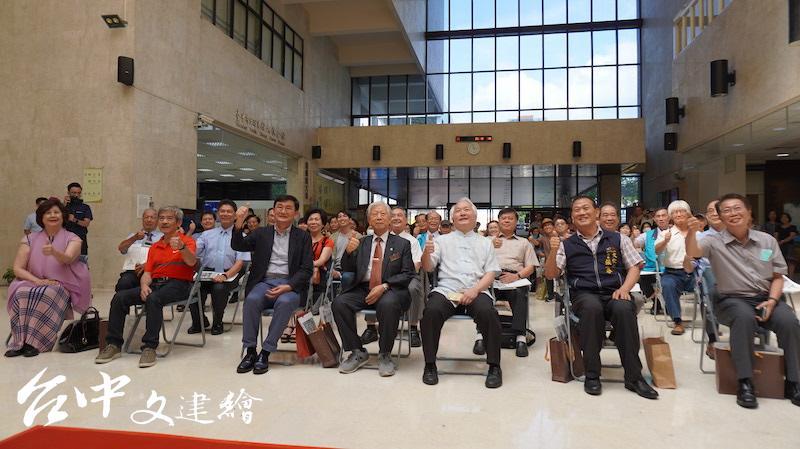 第一位台灣攝影記者陳耿彬百歲攝影紀念展在大墩文化中心開幕。(攝影:謝平平)