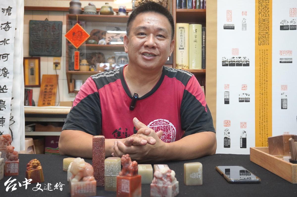 台南知名篆刻家杜其東。(圖:台中文建繪)