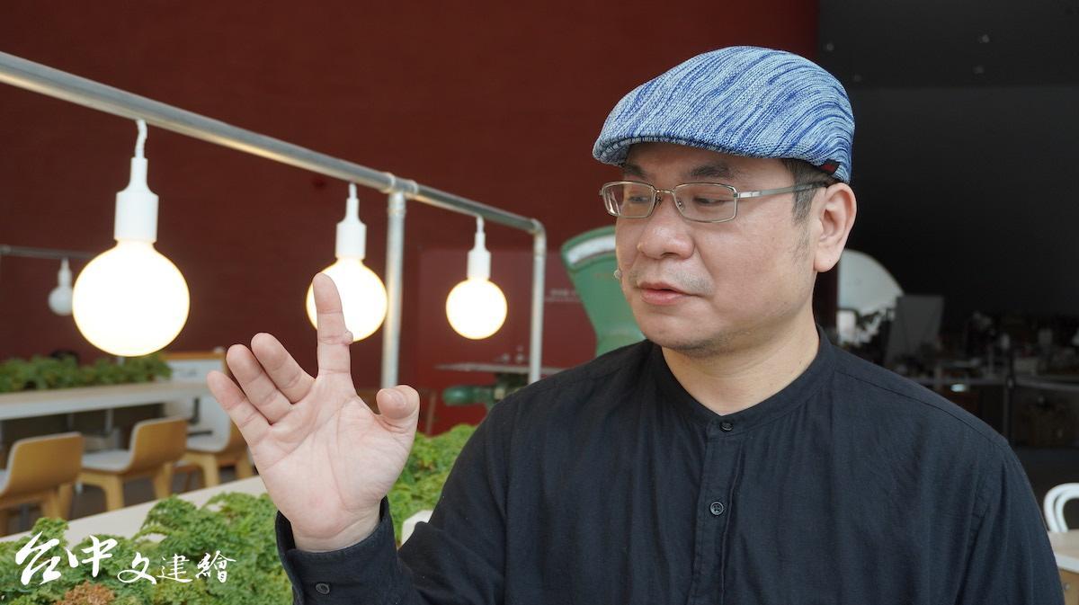 「真快樂掌中劇團」總監柯世宏退伍後才投入家族的布袋戲事業。(圖:台中文建繪)