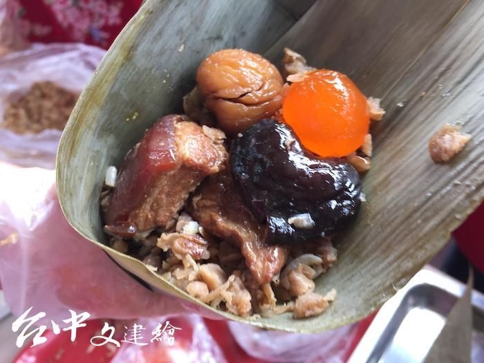 梧棲農會 2020 年推出鳳皇雜糧粽,內有在地八珍農產品。(攝影:謝平平)