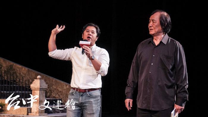 台灣歌劇之父曾道雄(右)早年負笈西班牙,對法雅作品十分敬佩。台北歌劇劇場陳仕弦(左)解說現場直播形式。(攝影:謝平平)