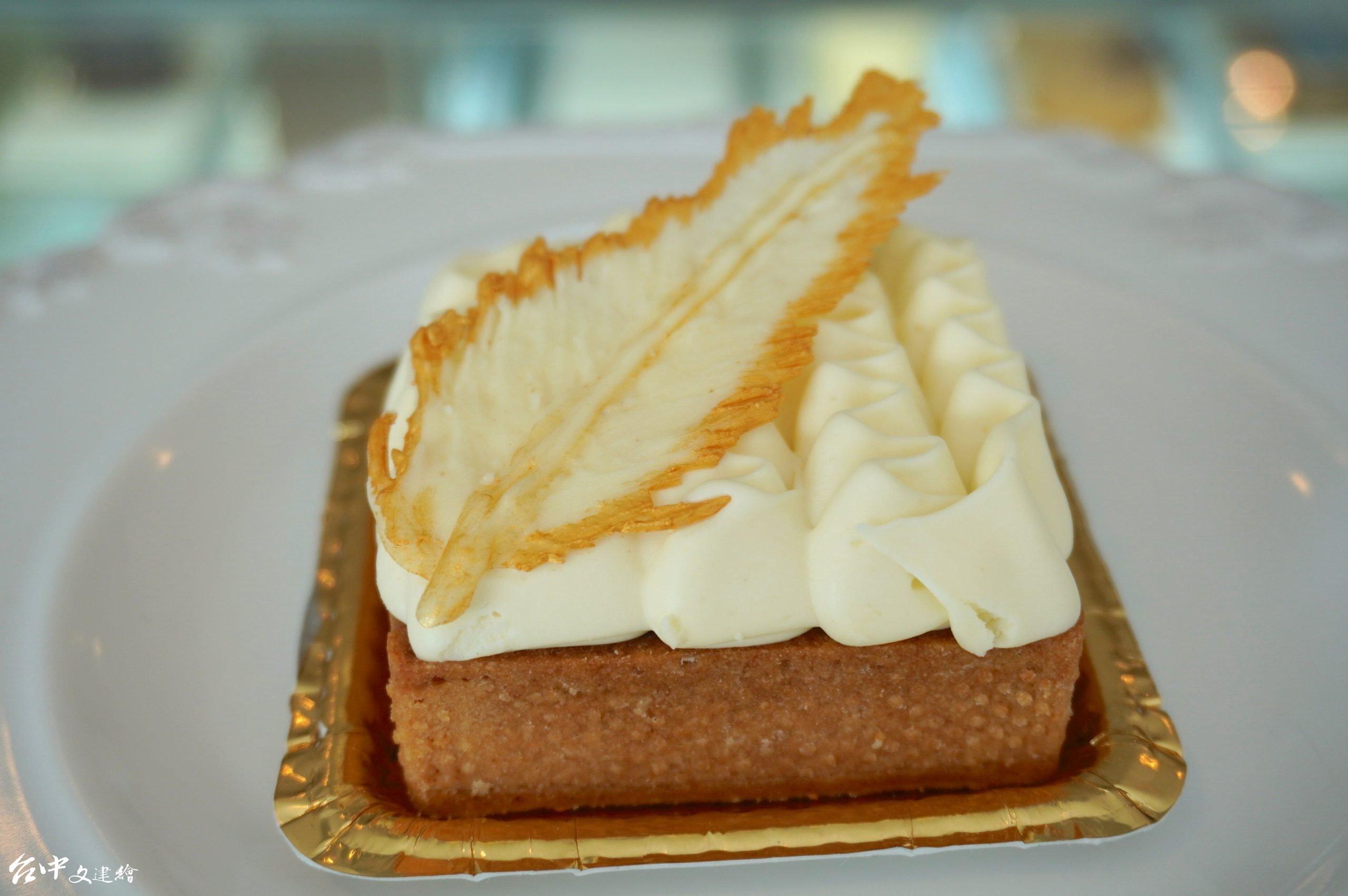 甜點「劇作家」味道細緻,造型雅致。(攝影:謝平平)
