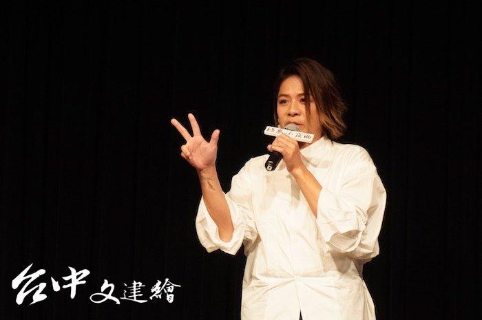 實力派歌手江美琪在劇中演到 80 歲。(攝影:謝平平)