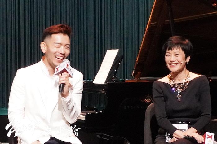 古典鋼琴演奏家嚴俊傑(左)與張艾嘉配合多次,他希望可以藉此這樣的演出形式,讓更多民眾接觸古典音樂。「曖魅」演出也已經發行 CD。(攝影:謝平平)