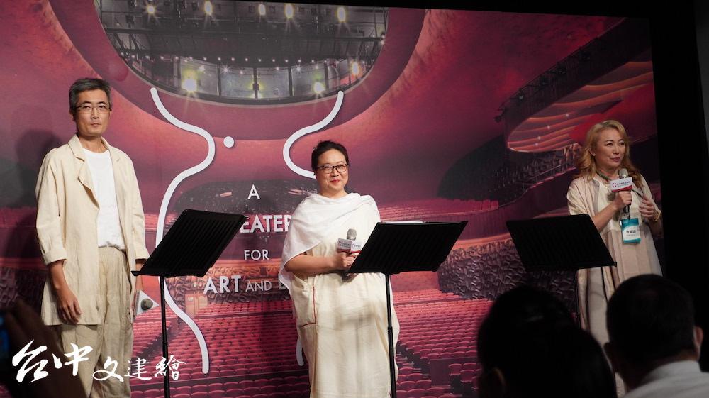 節韻樂團藝術總監林依潔(右1)在台灣極力推動合唱音樂的推廣。(攝影:謝平平)