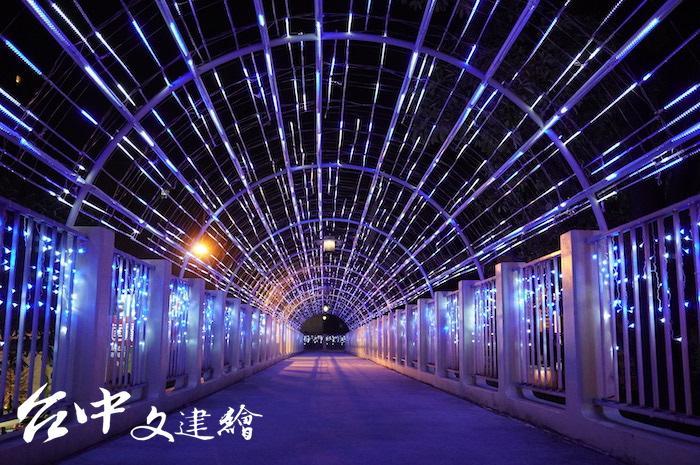 台灣大道、大墩路陸橋。(攝影:謝平平)