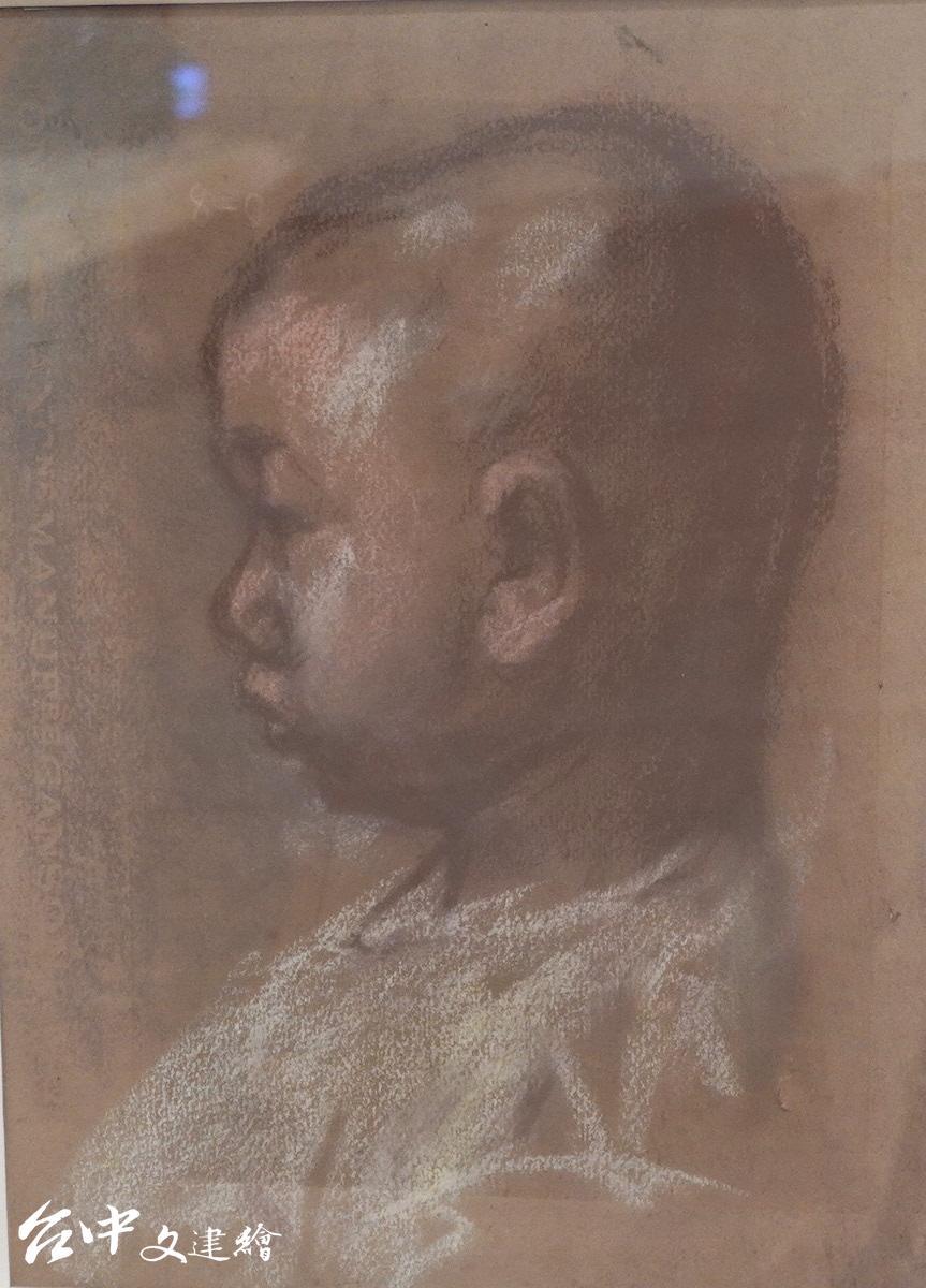 洪瑞麟,洪鈞雄(長子)兒時,粉彩,25X20 公分,1945。(攝影:謝平平)