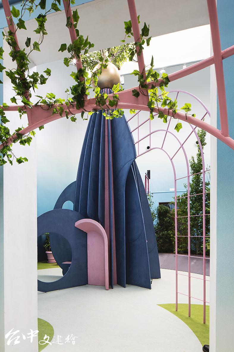第17屆威尼斯建築雙年展,英國館以「THE GARDEN OF PRIVATISED DELIGHTS(創造私人的歡愉花園)」為概念佈置展覽。(圖:主辦單位官網,攝影:Francesco Galli)