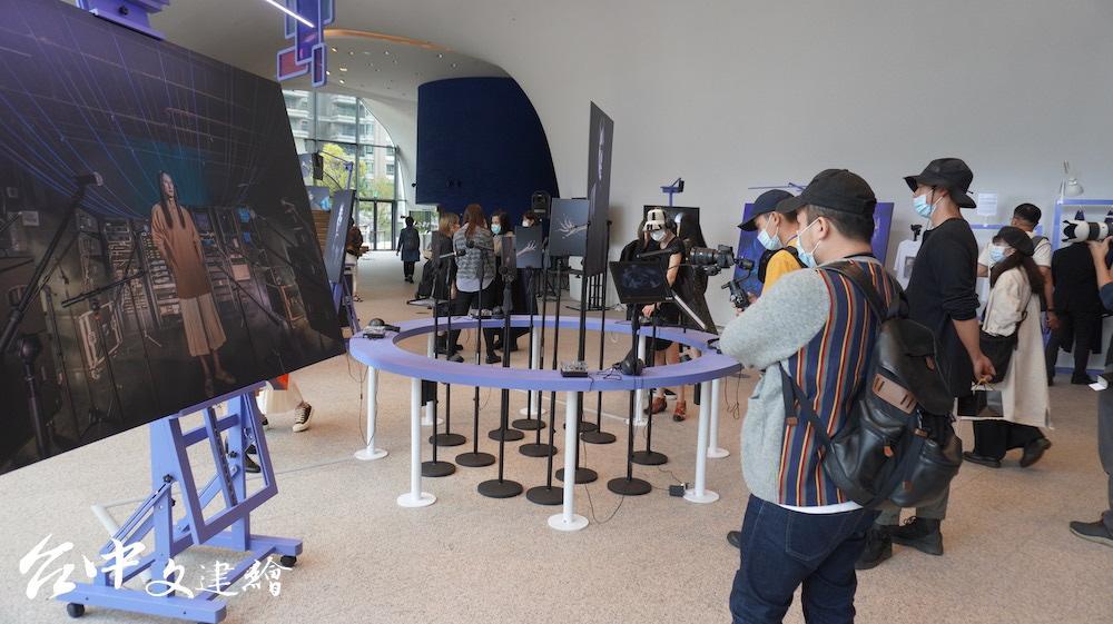 「技術劇場人攝影展」在台中歌劇院展出至12 月 6 日。(攝影:謝平平)