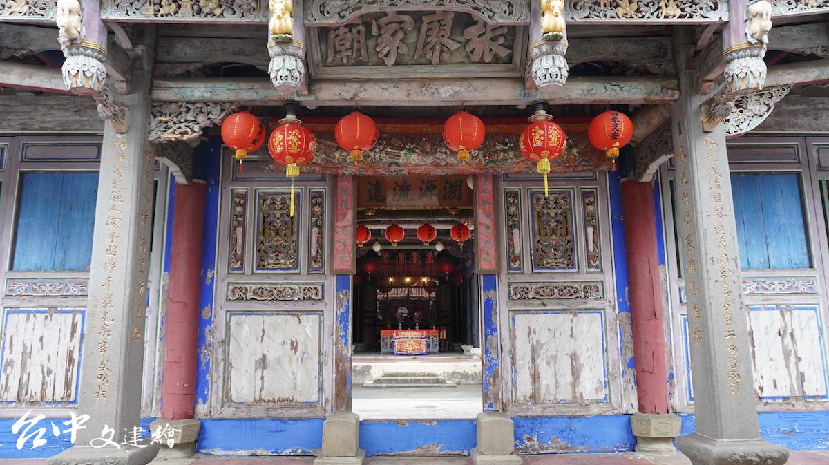 位於台中逢甲商區的張廖家廟在雕刻、彩繪上皆有可觀之處。(攝影:謝平平)