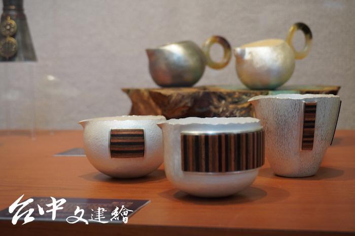 鄭芝琳作品〈茶鑲〉。(攝影:謝平平)