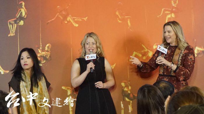 〈諸神黃昏〉中的三位萊茵少女由〈萊茵黃金〉原班人馬演出,左起中村惠理、Renee Tatum、Catherine Martin。(攝影:謝平平)