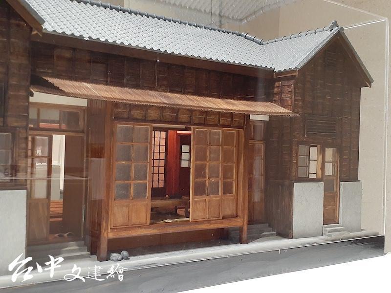 李義雄,日式宿舍,90公分X50公分X50公分,2012。(攝影:謝平平)