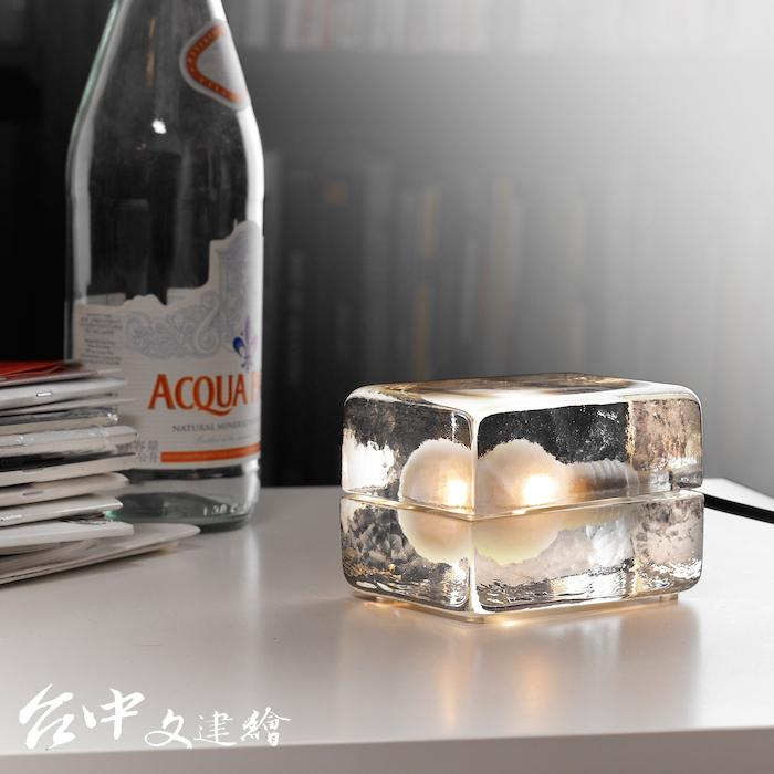 Design House Stockholm – 冰塊燈(黑&白色燈線)_$9860 (圖:業者提供)
