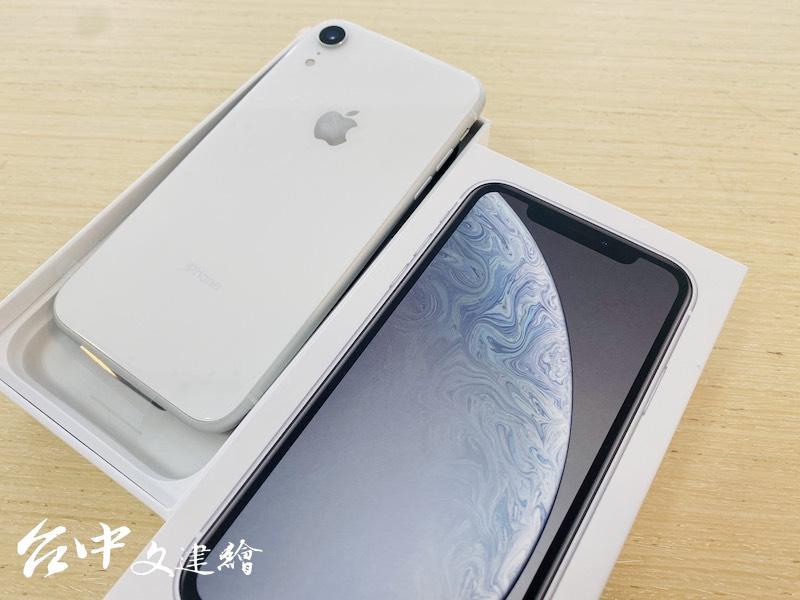 iPhone XR 64GB,原價 2 萬 6,900 元,夏季特賣只要 1 萬 4,500 元。(圖:業者提供)
