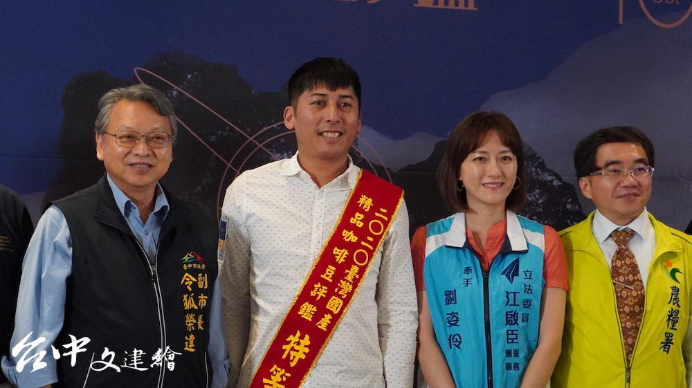 2020「台灣國產精品咖啡豆評鑑」特等獎得主「鄒築園」。(攝影:謝平平)