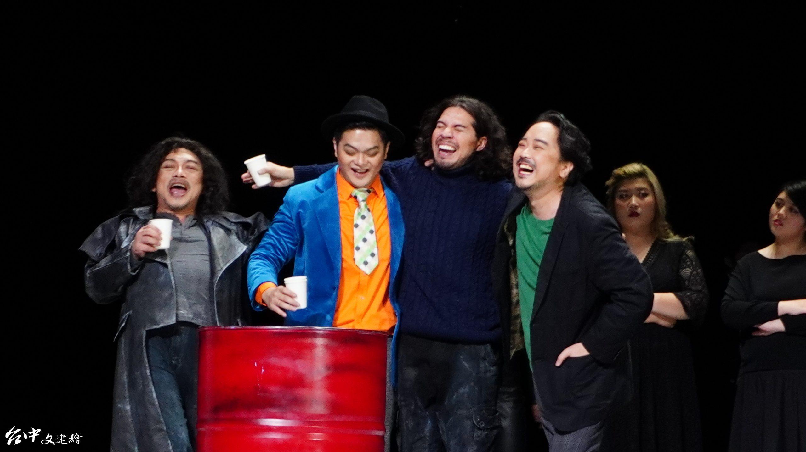 「波希米亞人」彩排,(由左至右)柯林(羅俊穎飾)、舒奧納(葉展毓飾)、馬爾切洛(Ethan Vincent飾)、魯道夫(鄭皓允Hoyoon CHUNG 飾)。(攝影:謝平平)