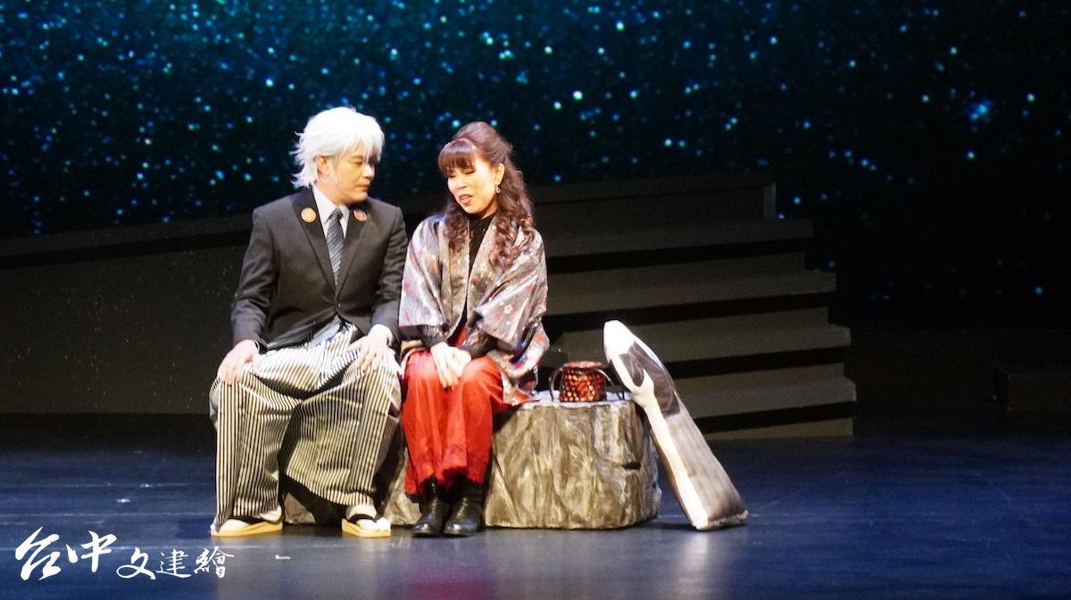 余政鴻(左)飾演織田部長,右為殷雪梅飾演的美蝶。(圖:台中文建繪)