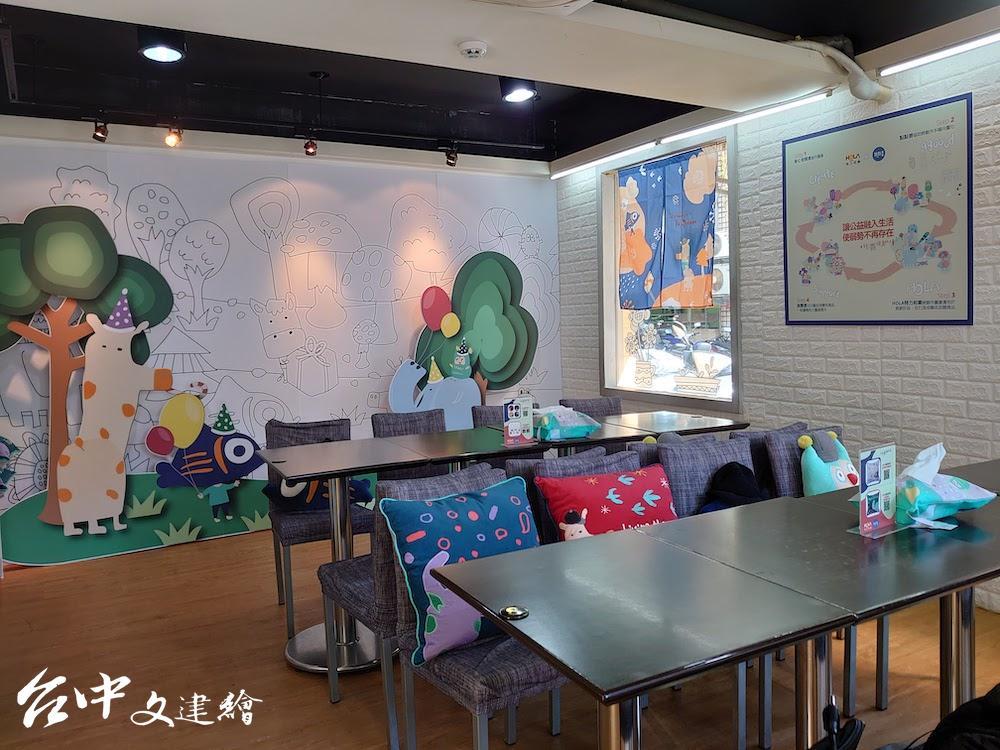HOLA x 點點善聯名商品將在囍歡樂芽社企餐廳進行展示與佈置。(圖:業者提供)