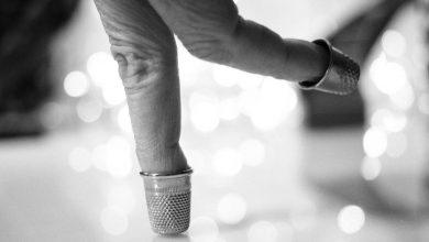 比利時「吻與淚創作群」手指劇《指尖上的幸福人生》模仿歌舞劇之王佛雷.亞斯坦(Fred Astaire)的踢踏舞。(圖:「台中歌劇院」官網)