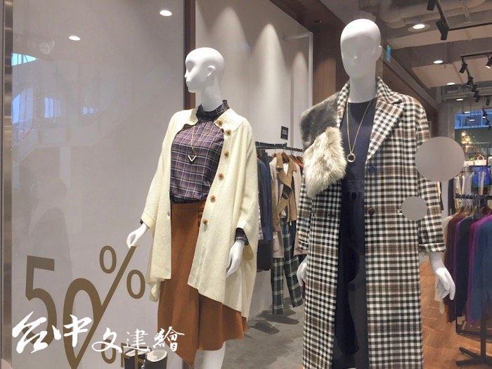 MITSUI OUTLET PARK 台中港店折扣下殺最低三折。(攝影:謝平平)