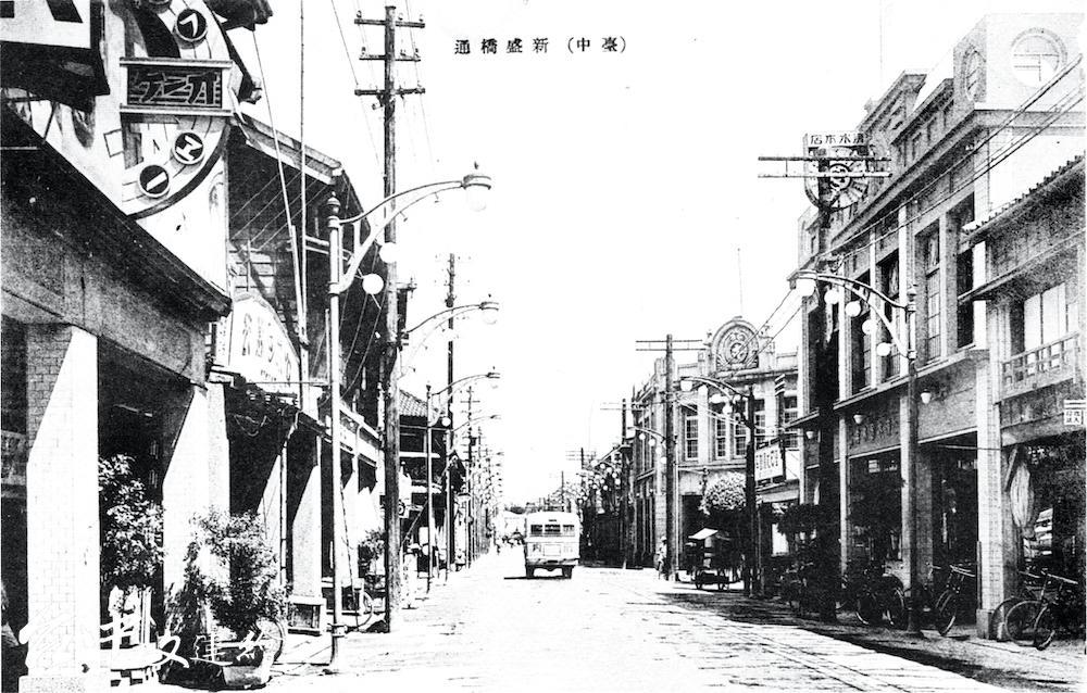 望向大度山的新盛橋通(今中山路)街景。(公眾領域,典藏者:台中市文化局。)