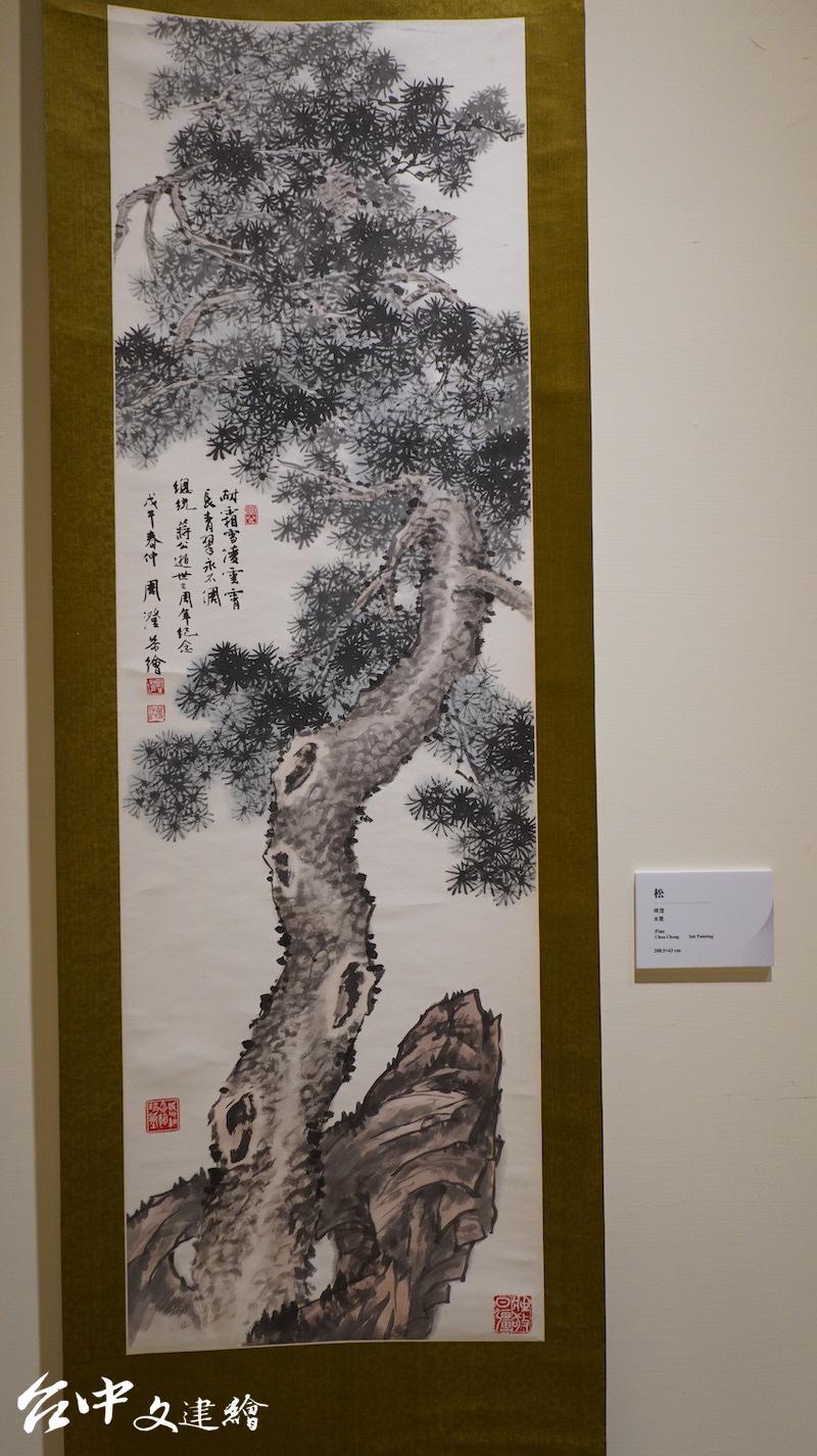 周澄,松,水墨,208.5 X 63 公分。(攝影:謝平平)
