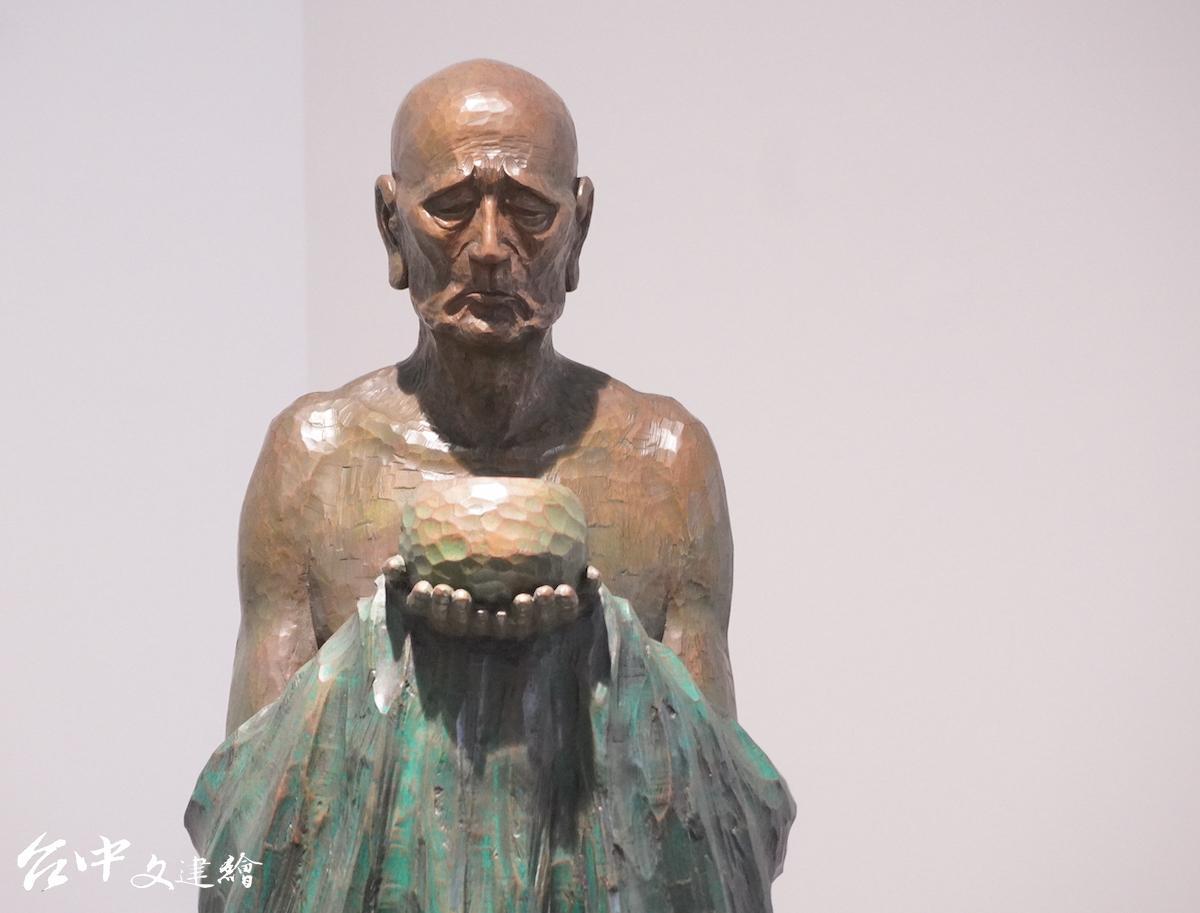 陳正雄,雕刻—紅銅,托缽(局部),155X43X43 公分,1982, 日本新構造社參展作品。(圖:謝平平)