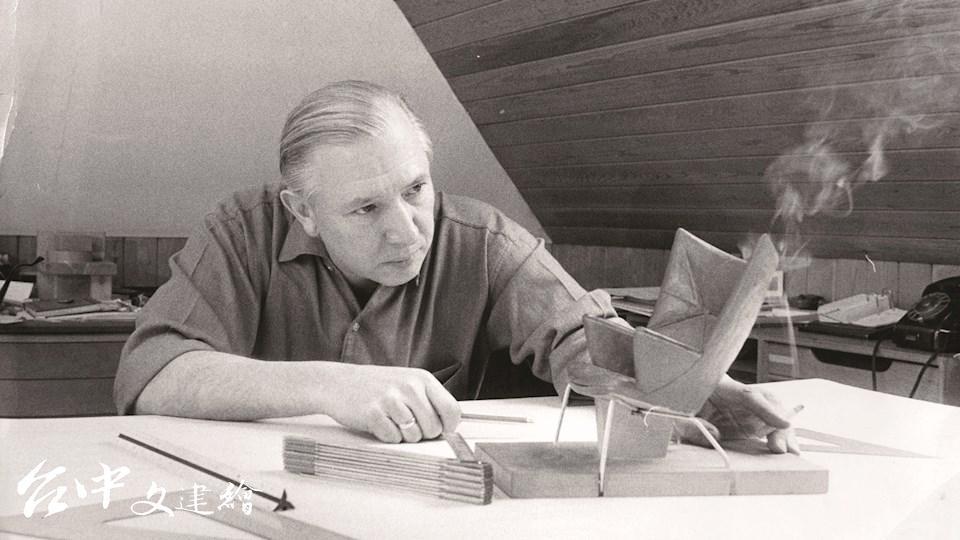 北歐設計巨匠韋格納(圖片來源:Carl Hansen & Søn 官網)