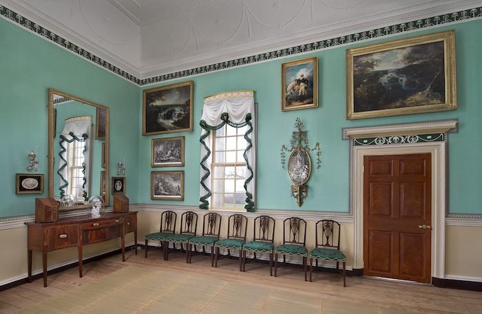 牆邊擺放的椅子是由工匠所製作。(圖片授權: George Washington's Mount Vernon)