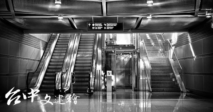 電梯與樓梯(圖:Pixabay)